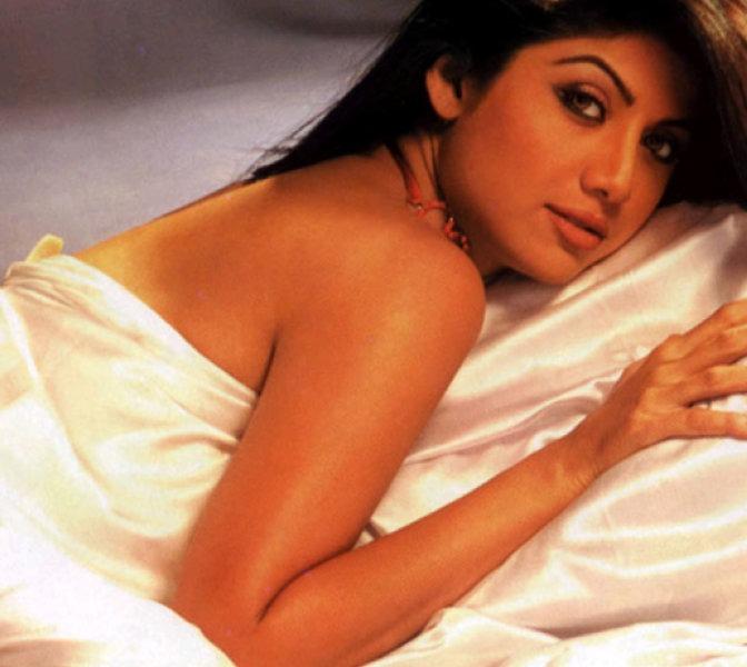 100 Kamapisachi sexy actress pics