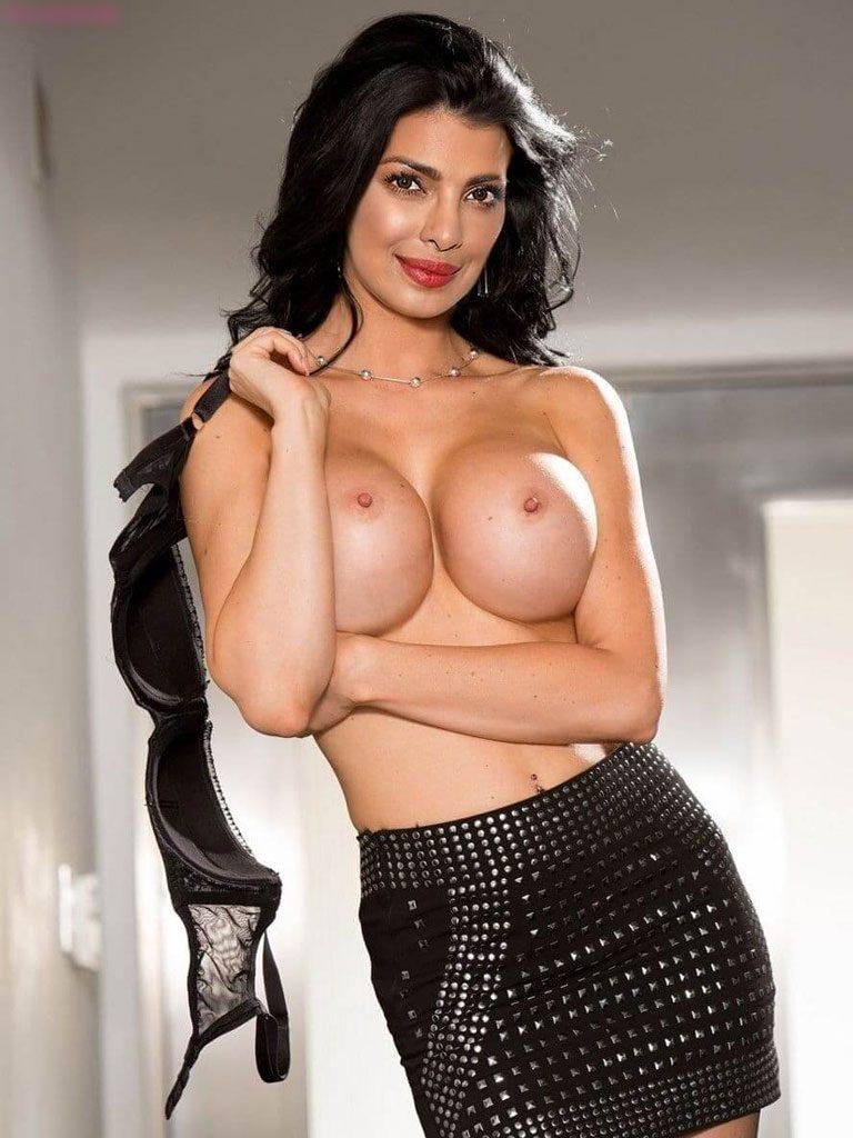 Priyanka chopra nudes are too hot