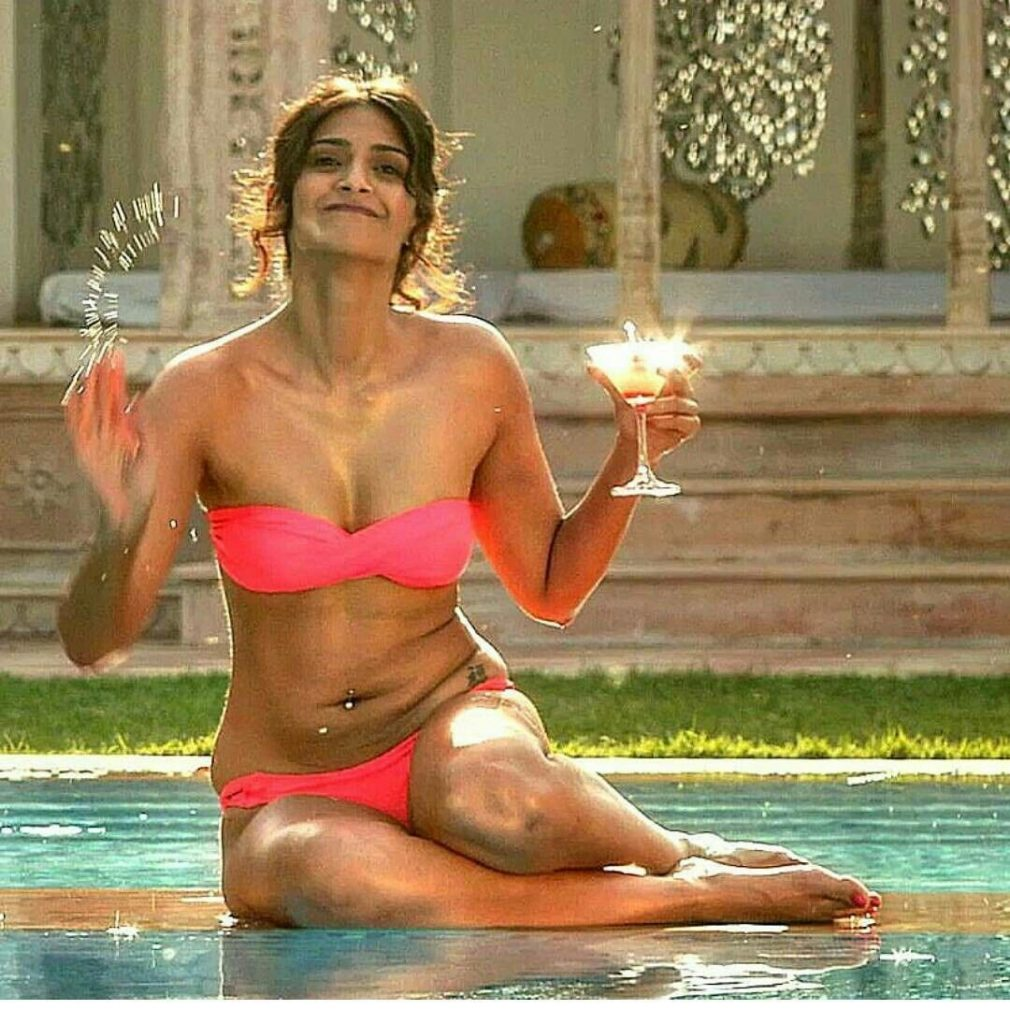 Sonam Kapoor ki chut or gaand me lund ke kamuk photos