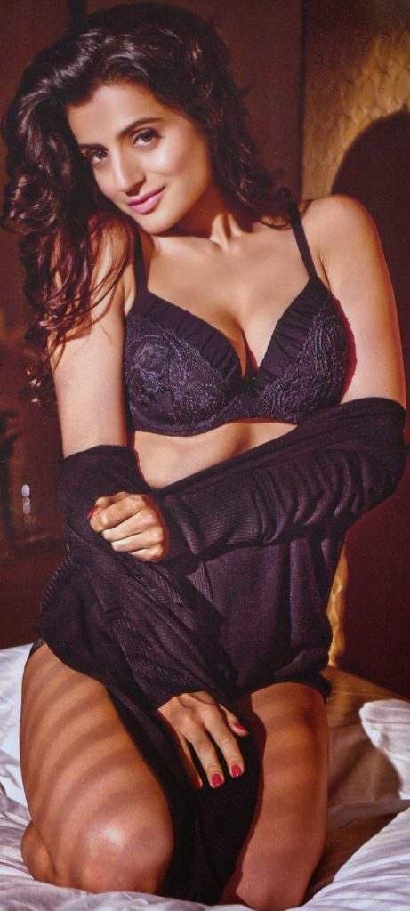 Amisha Patel ke bade boobs or chut chudai ki sexy pictures