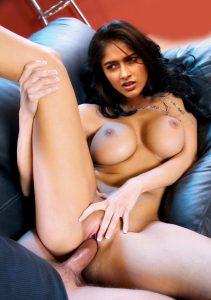 Ileana D'Cruz ke seductive nude pics