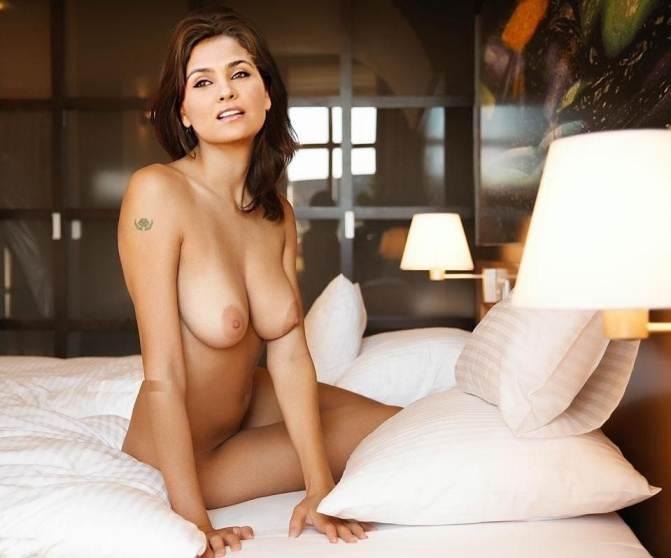 lara dutta hot big boobs